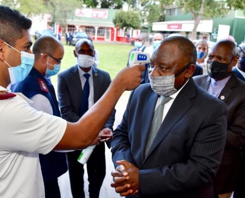 Südafrikas Präsident Cyril Ramaphosa bei einem Besuch der Covid-19 Einrichtungen in Kwazulu-Natal.